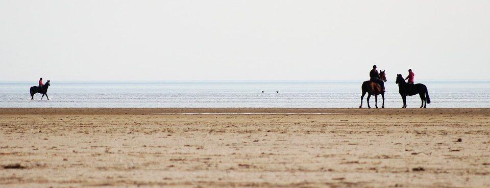 horse-riding-on-the-beach