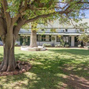 lemoenfontein-front-house