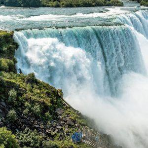 Niagara-falls-crashing