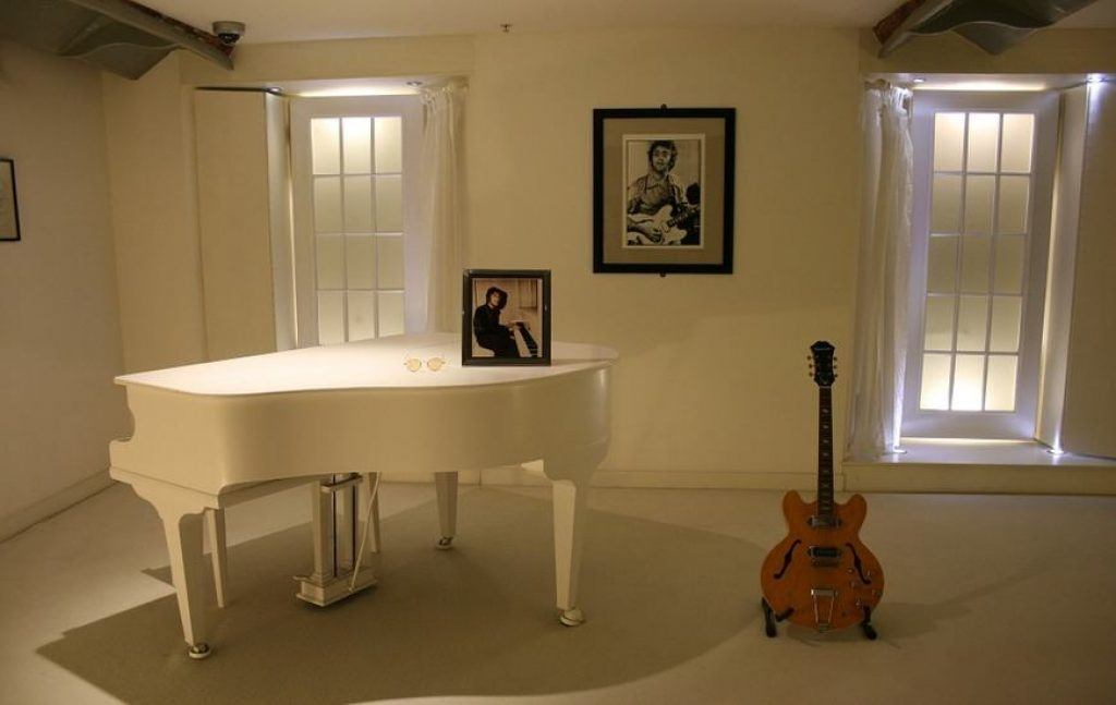 london-beatles-tour-piano
