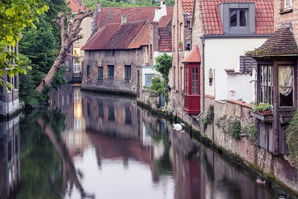bruges-canal-brick-buildings