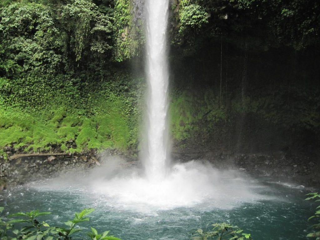 la-paz-waterfall-costa-rica