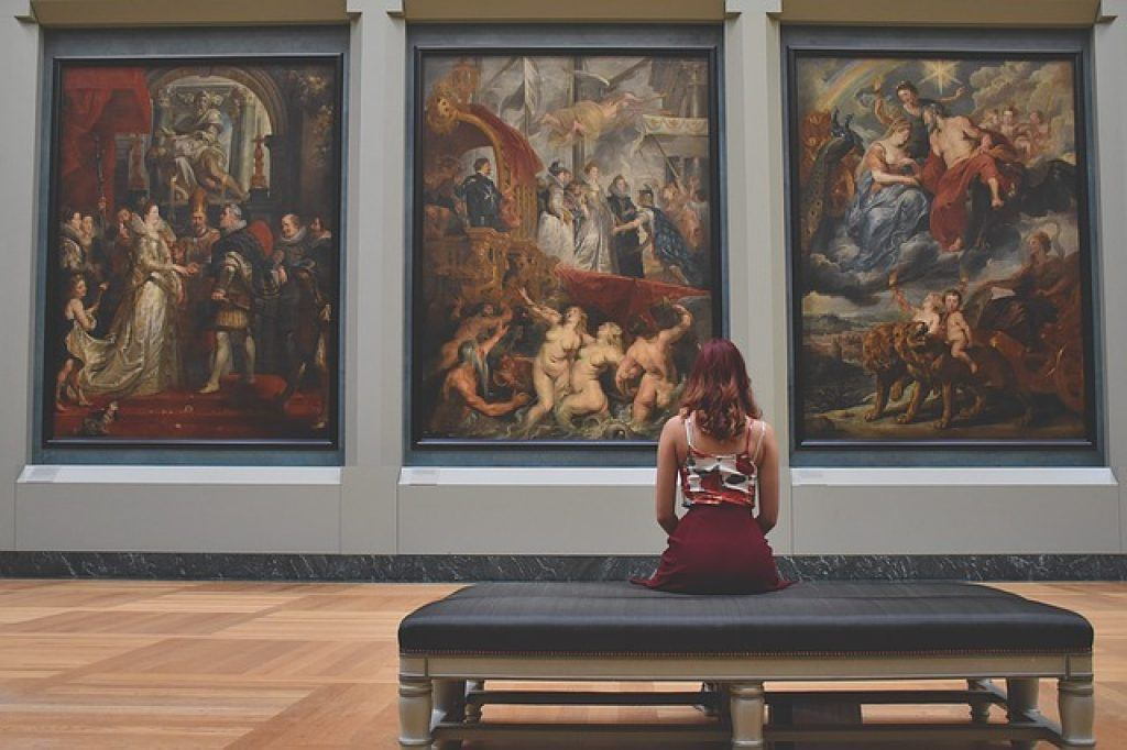 woman-at-the-louvre