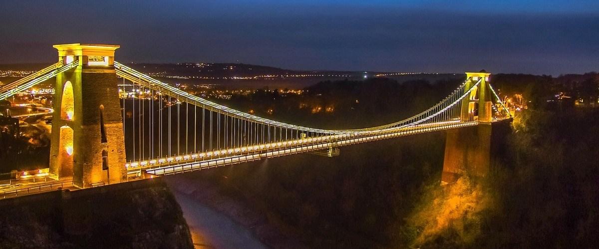 clifton suspension bridge in Bristol, lit up at night