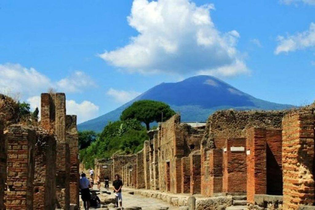 wine tour with pompeii