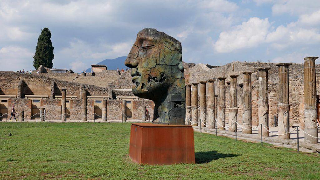 statues in pompeii