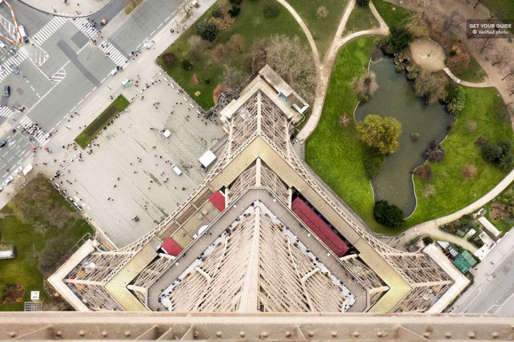 View straight down from the top of the eiffel tower