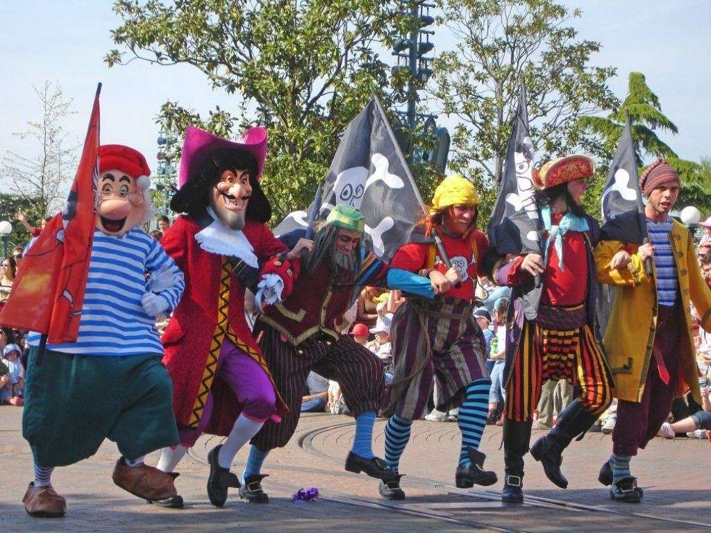parade-of-characters-at-disneyland-paris