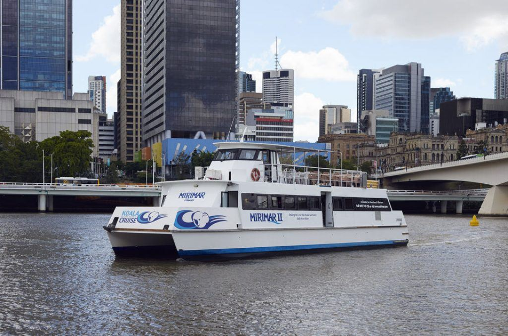 Cruise boat on Brisbane River