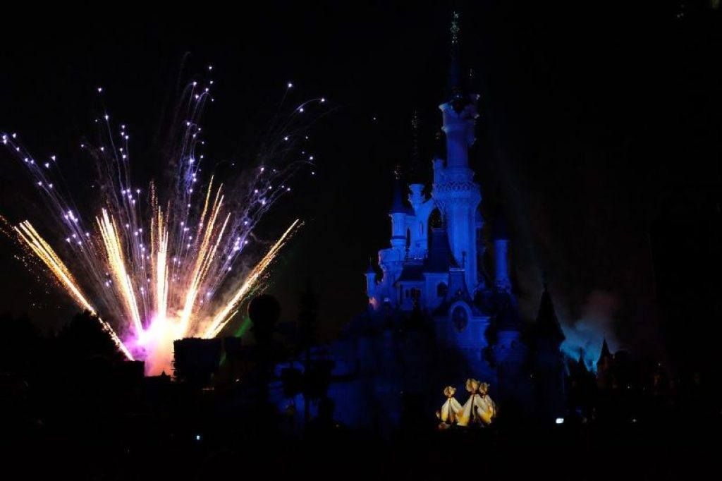 fireworks-at-sleeping-beauty-palace-in-disneyland-paris