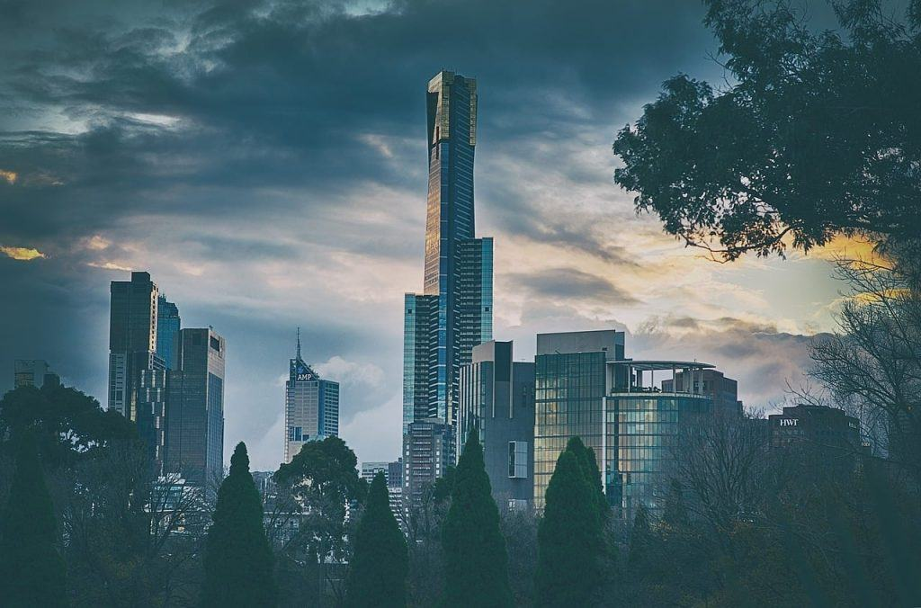 Eureka tower standing up above the rest of the Melbourne skyline