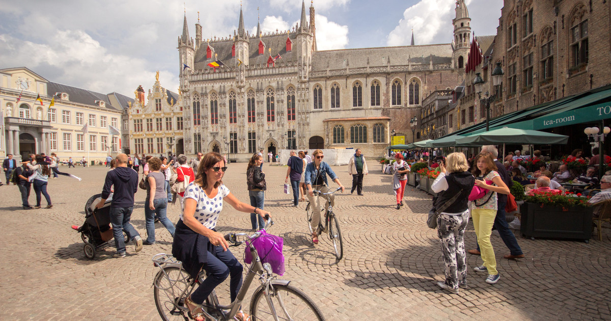 From Amsterdam: Bruges Day Tour & Free Canal Cruise