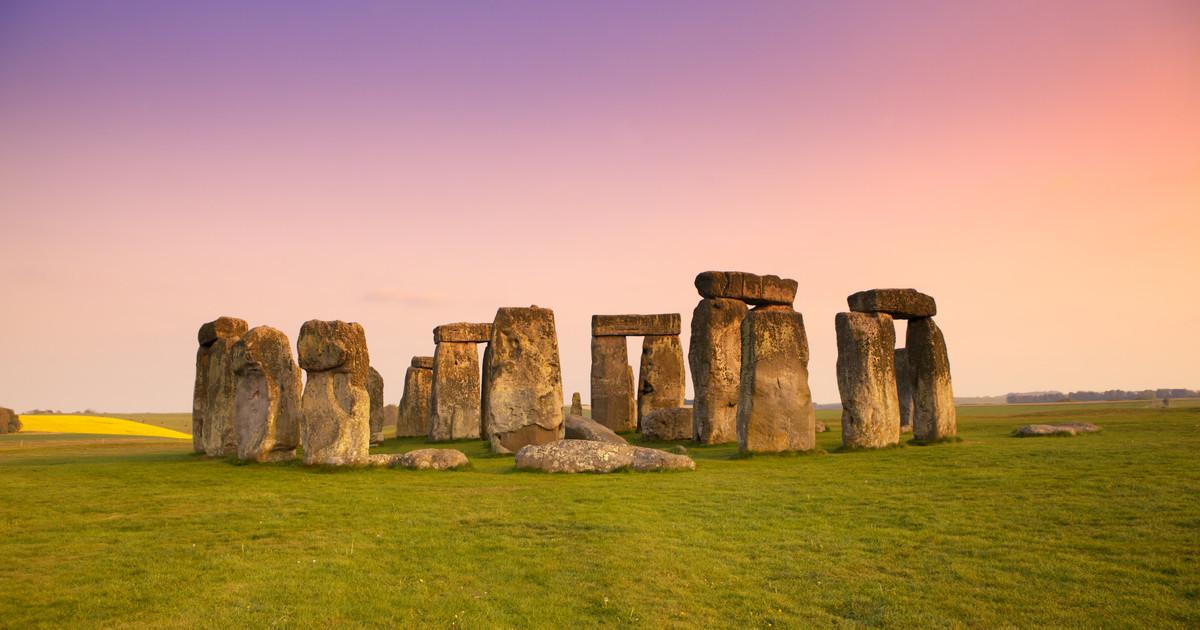From London: Stonehenge Summer Solstice Sunrise Shuttle
