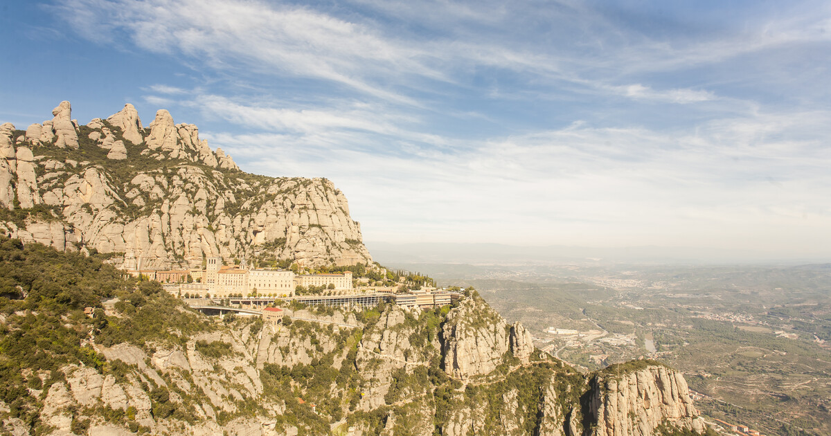 Montserrat & Cava Winery Small Group Day Tour