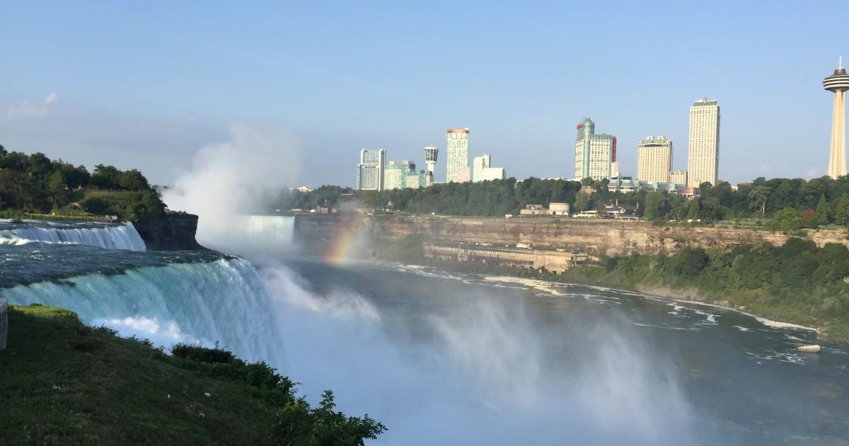 Niagara Falls by Plane from Boston & Waterfall Cruise