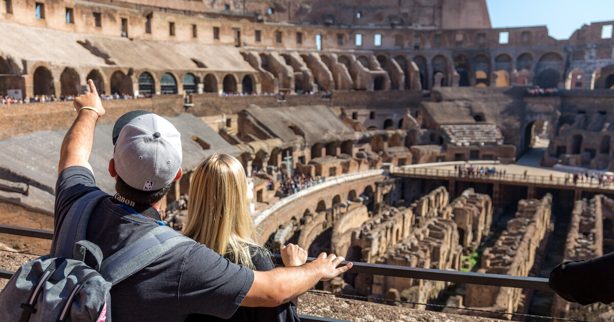 Rome: Colosseum, Hill & Roman Forum Skip-the-Line Tour
