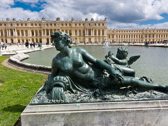Weekend Versailles Guided Tour with Fountain Shows