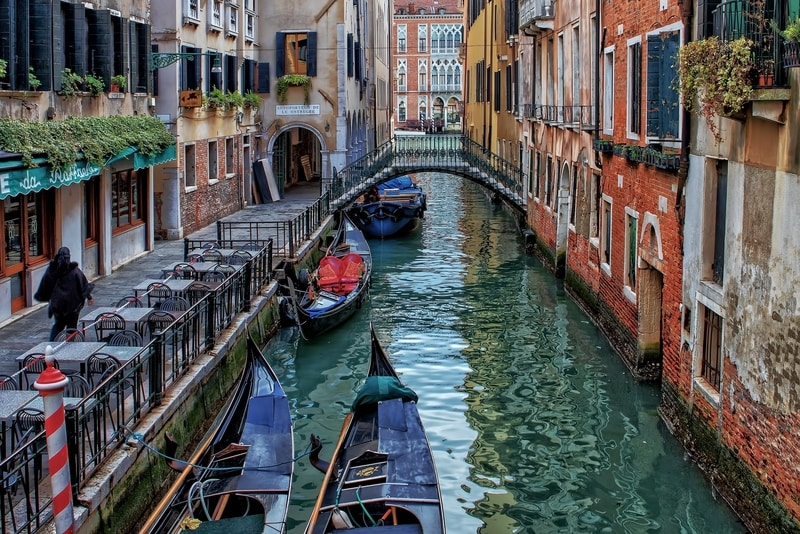 venice gondola canal buildings bridge