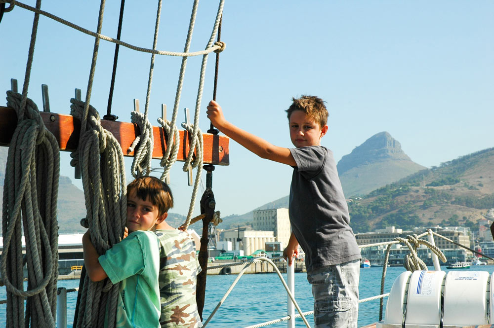Two kids on a sailing yacht in front of Lions Head