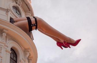 legs-cabaret-performer