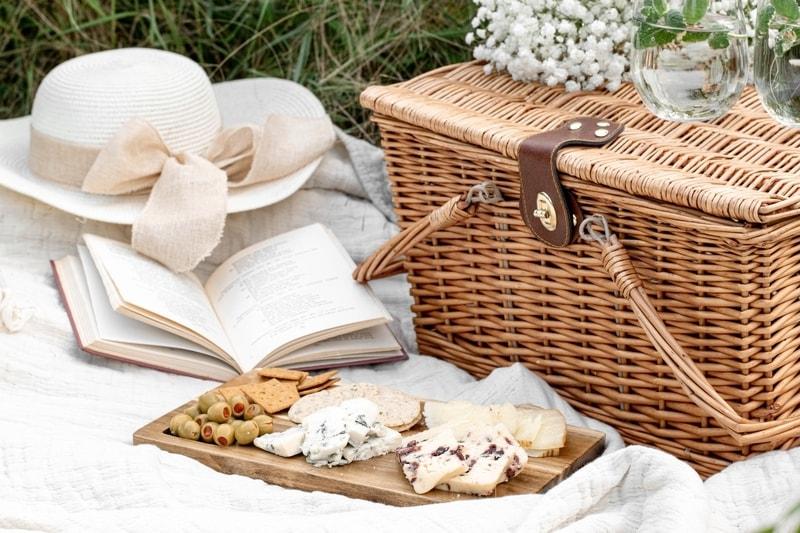 Holiday picnic basket