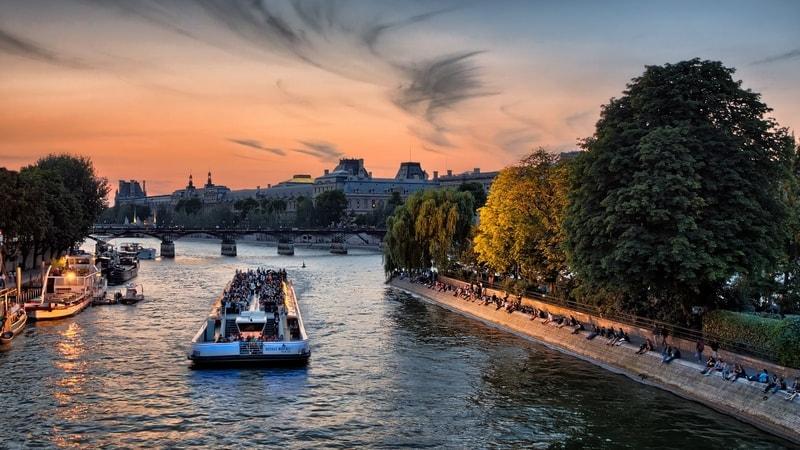 river-seine-paris-france-facts-bridge-pont-neuf