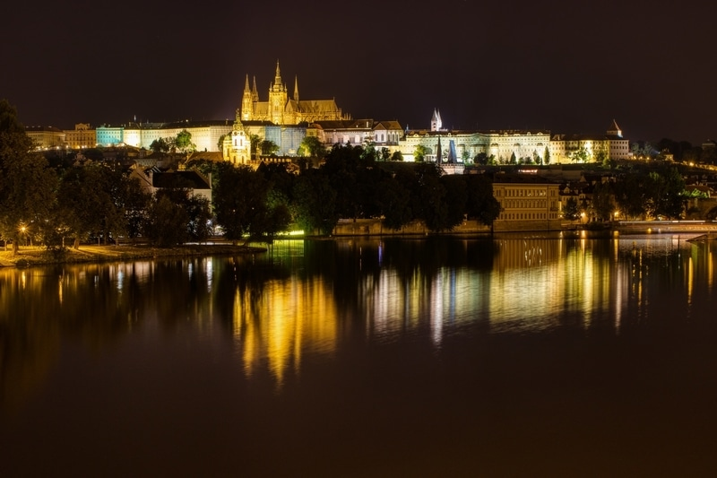 building-reflections-on-prague-river