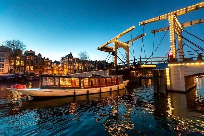 evening-cruise-in-amsterdam
