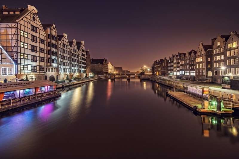 amsterdam-canals-at-night-view