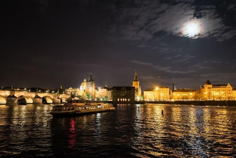 evening-lights-on-a-prague-river-cruise