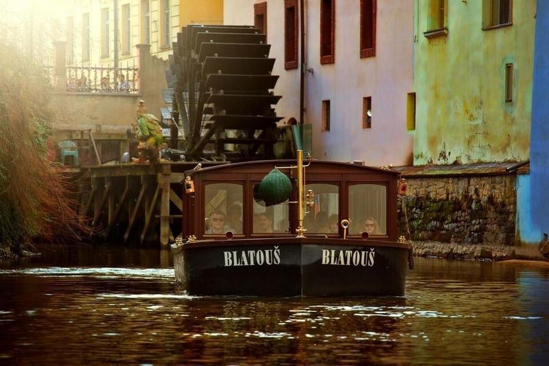 historical-prague-river-cruise