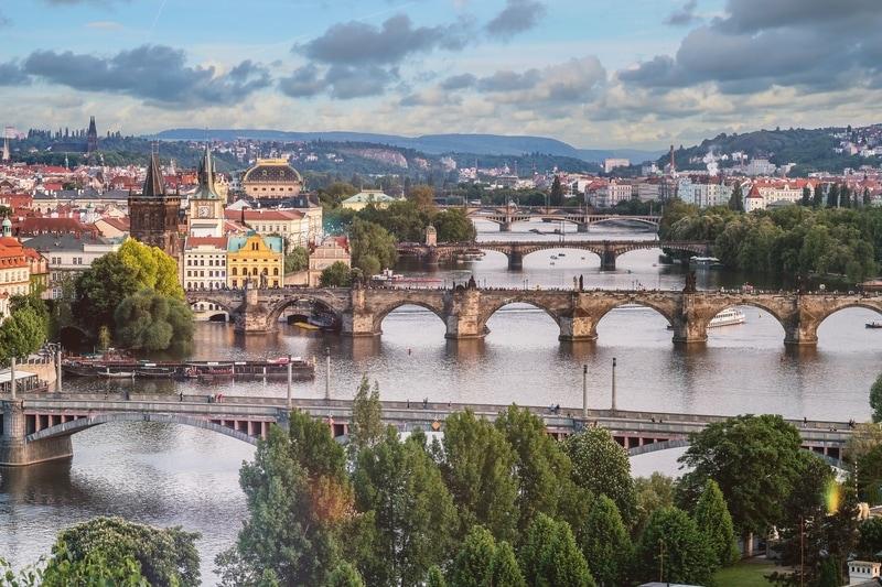 prague-river-spanned-by-bridges