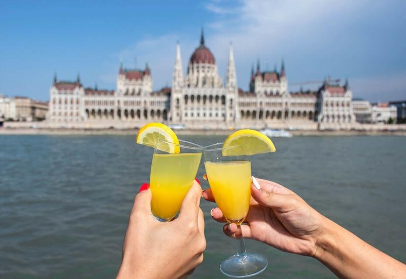 Welcome drinks aboard a Danube cruise